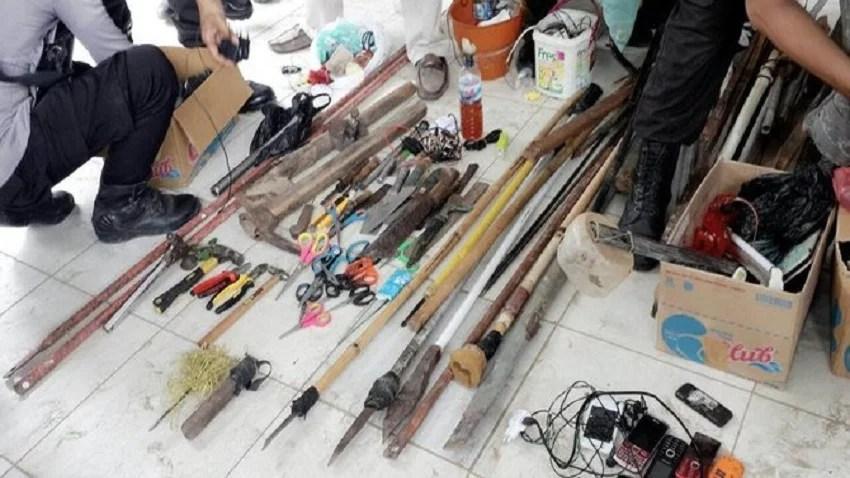 Razia Tawuran, Polisi Amankan Bom Molotov dan Senjata Tajam dari Belasan Pemuda