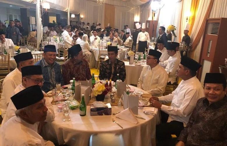 Buka Bersama Bareng Jokowi, Fahri Hamzah Terlihat Mesra