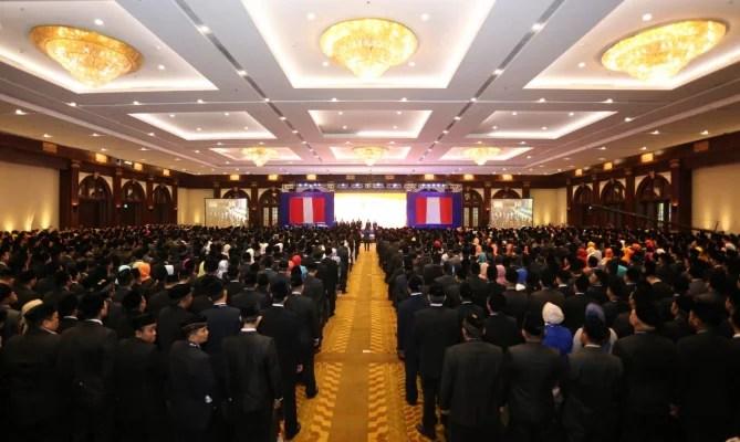 Lantik 1.914 Anggota Bawaslu Kabupaten/Kota Secara Serentak, Bawaslu Diganjar Rekor MURI