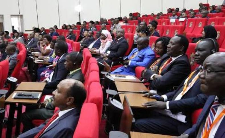 Negara Ini Larang Anggota Parlemen Perempuan Pakai Bulu Mata Palsu dan Kuku Palsu