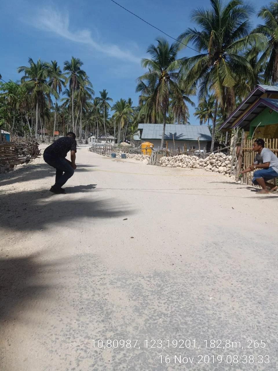 Dikerjakan Tenaga Honorer Pemkab, Proyek Jalan dan Rabat Beton di Rote Ndao Dipertanyakan
