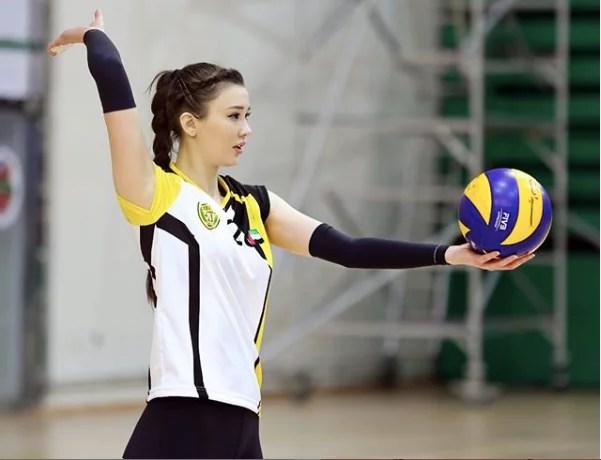 Cantiknya Bak Model, Atlet Volly Kazakhstan Sabina Ini Juga Menguasai Tiga Bahasa