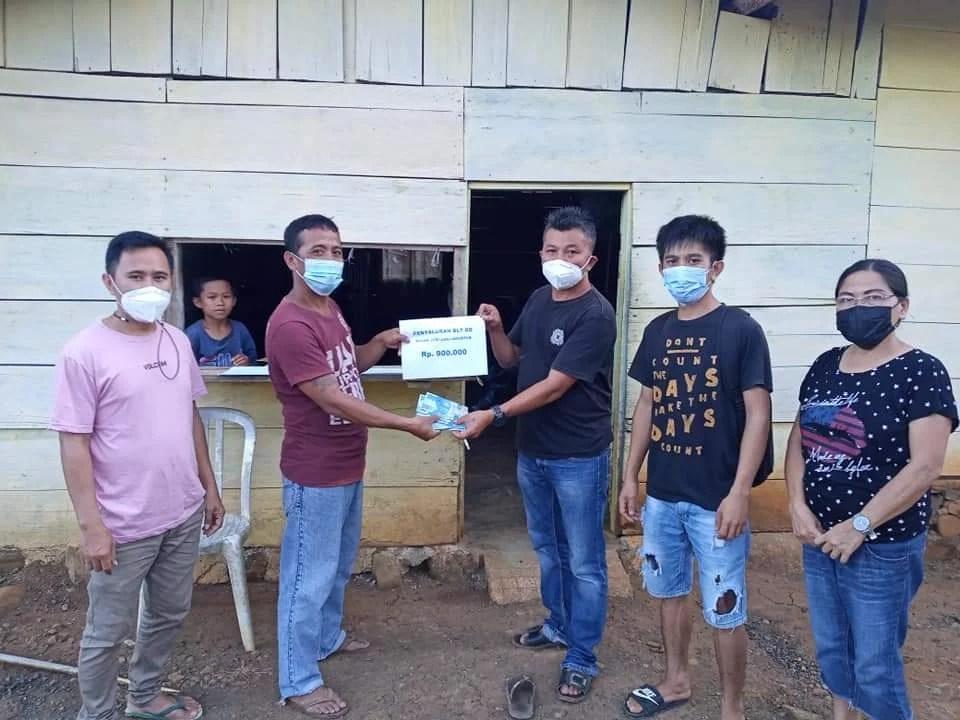 Pemdes Badaro Salurkan BLT di Rumah-rumah Warga Untuk 19 KPM