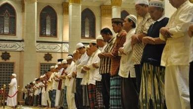 Photo of Hukum Meluruskan Shaf dalam Shalat
