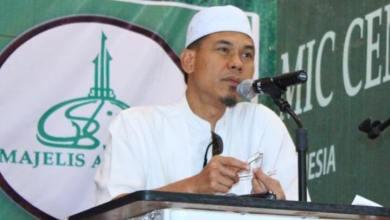 Photo of Munarman: Pakai Rok Mini Bebas, Kenapa Pakai Pakaian Sesuai Keyakinan Malah Dilarang?