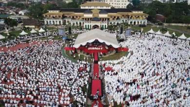Photo of Peringati Isra Mi'raj, Puluhan Ribu Warga Medan Doakan Prabowo-Sandi