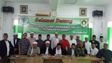 Photo of FUI Bogor Minta MUI Keluarkan Fatwa Soal Kasus Wanita Bawa Anjing ke Masjid
