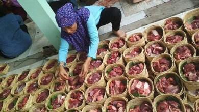 Photo of Bagi Daging Kurban untuk Orang Kafir, Bolehkah?