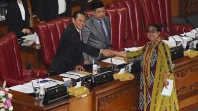 Photo of DPR Sahkan Revisi Terbatas UU Perkawinan, Batas Usia Nikah 19 Tahun