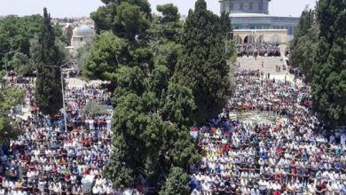 Photo of Meski Dijaga Ketat Israel, Puluhan Ribu Umat Islam Ibadah di Al-Aqsa
