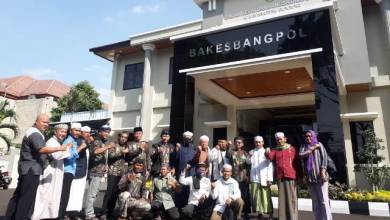 Photo of Datangi Kesbangpol, Ulama Bogor Minta Pemerintah Tegas terhadap Ahmadiyah dan Komunis