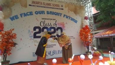 Photo of Jakarta Islamic School Gelar Wisuda Bernuansa 'Gardening' dengan Protokoler Kesehatan
