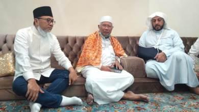 Photo of Jenguk Syekh Ali Jaber, Kiai Abdul Rasyid Doakan Cepat Sembuh