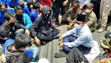 Photo of Di Hadapan Ribuan Mahasiswa, Pemkot Sukabumi Tolak UU Omnibus Law