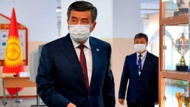 Photo of Presiden Kirgistan Mundur Setelah Didemo Rakyatnya