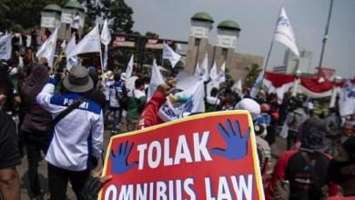 Photo of Ditolak Dua Fraksi, RUU Omnibus Law Ciptaker Disahkan Jadi UU