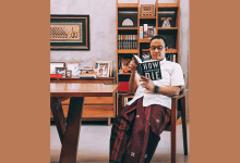 "Photo of Ahad Pagi Anies Baca Buku ""How Democracies Die"", Kode Keras?"