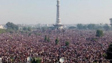 Photo of Meski Dilarang, Ratusan Ribu Warga Pakistan Hadiri Pemakaman Khadim Hussain Rizvi