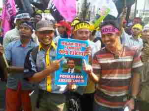 Aksi didepan KPU DKI terkait DPS Fiktif (foto : Anton)