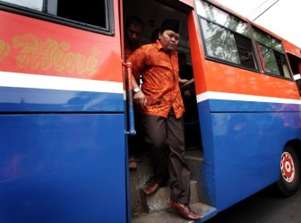 Hidayat Naik Metromini (01)