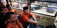 Naik Metromini, Hidayat Lontarkan Perbaikan Transportasi