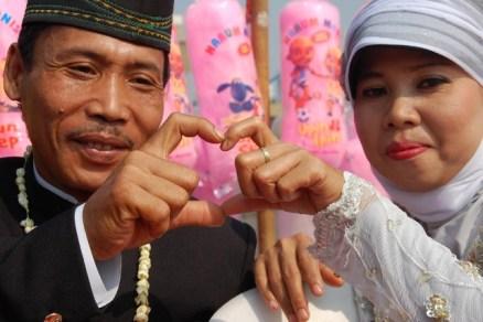 Wedding on the street (5)