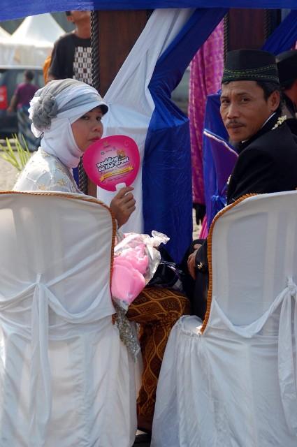 Wedding on the street (7)