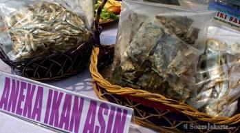 10092012 Ikan hasil tangkapan nelayan laut yang telah diasinkan dalam kemasan dari Jakarta Utara
