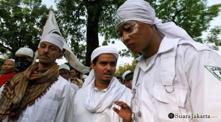 015 Pimpinan gabungan ormas Islam melakukan perundingan untuk mematuhi perintah Kapolda | Foto: Aljon Ali Sagara