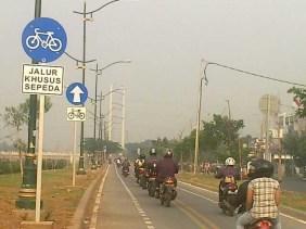 Jalur Sepeda di Jakarta - SuaraJakarta.com (foto : Eka Kurniawan)
