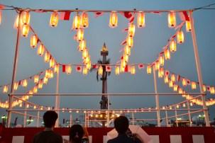 Lampu lampion yang memeriahkan malam Festival Jak-Japan Matsuri