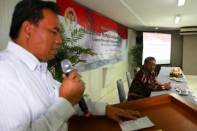 Walikota Jakarta Pusat, H. Saefullah saat memberikan sambutan pada Acara FGD Tentang Penguatan DPD RI, Sabtu (27/04/13) di Jakarta