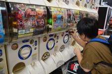 Gachapon permainan asal Jepang dengan 2 koin seharga 30.000 maka akan keluar sebuah boneka gantungan kunci lucu. (Foto: Fajrul Islam/SJ)