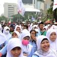 Buruh wanita ikut dalam Aksi demo menolak upah murah. (Foto: Fajrul Islam/SJ)