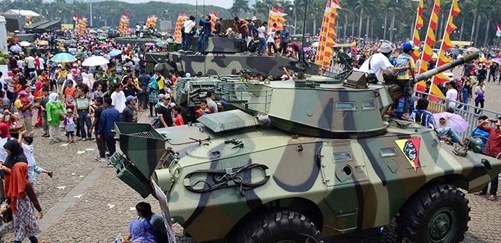 Pameran Alutsista HUT TNI Ke-68 dihadiri ribuan masyarakat dari berbagai kota. (Foto: Fajrul Islam/SuaraJakarta)