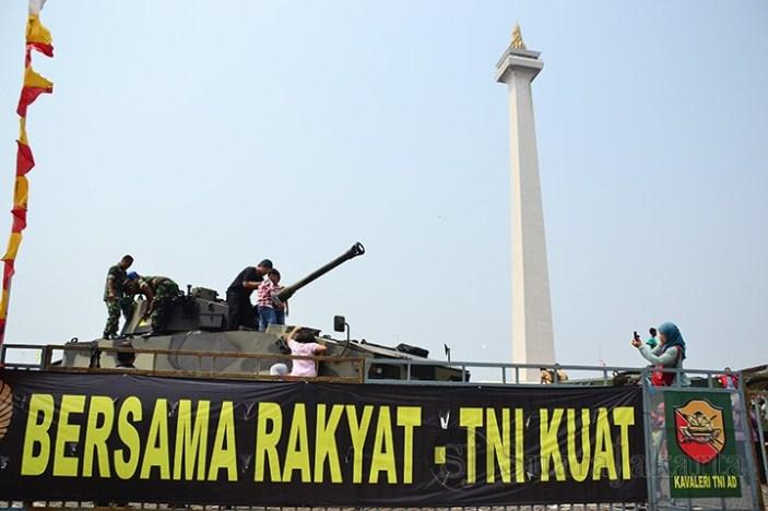 Pameran Alutsista HUT TNI Ke-68 di gelar di Monas, Jakarta (3-7/10). (Foto: Fajrul Islam)