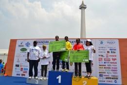 Pemenang pada gelaran Jakarta Marathon Festival 2013 didominasi oleh warga negara Kenya. (Foto: Fajrul Islam)