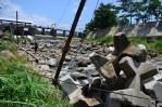 Selain di dasar bendungan, balok beton ini juga diletakan di beberapa sudut bendungan. (Foto: Fajrul Islam)