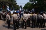 May Day - Buruh Tutup Akses Jalan Bandara Soekarno Hatta. (Foto: Pasha Aditia Febrian)