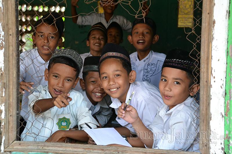 Pelajar salah satu sekolah SD Islam di Kronjo, Kabupaten Tangerang, Banten. (Foto: Fajrul Islam)