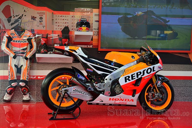 Motor Repsol Honda RCV pada gelaran Pekan Raya Jakarta (PRJ) di JI Expo kemayoran, Jakarta (20/6). (Foto: Fajrul Islam)