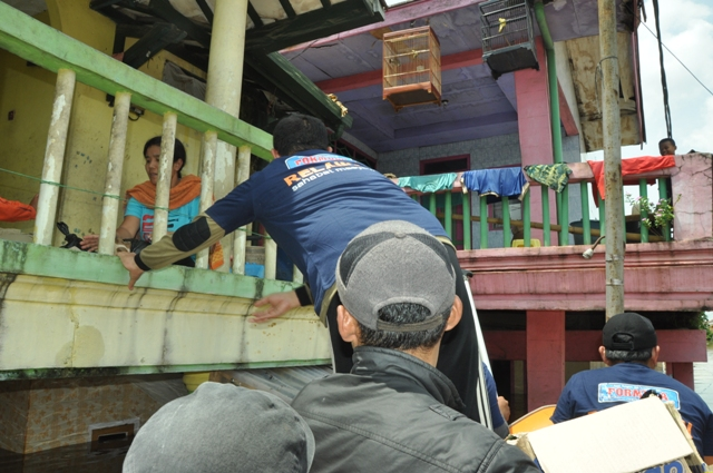 suara jakarta al azhar peduli umat bantu korban banjir bandung