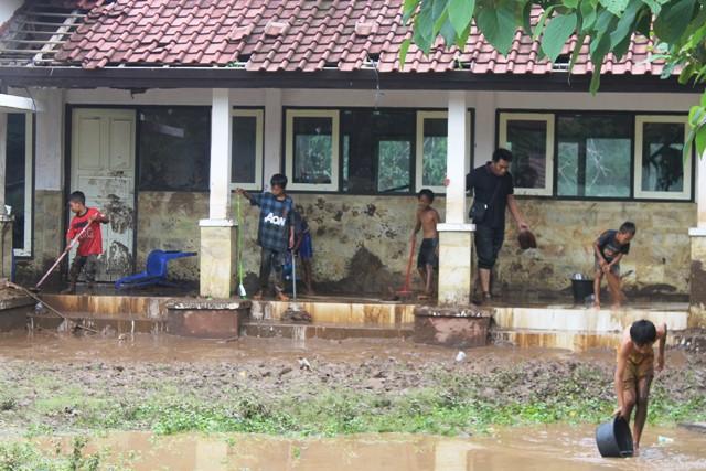 suara jakarta Anak Korban Banjir Lombok Utara Tidak Bisa Sekolah