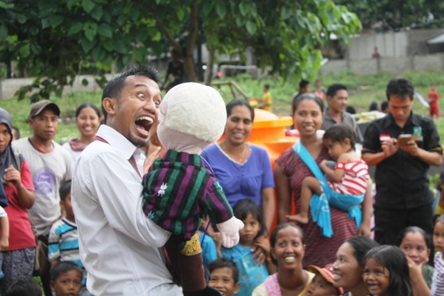 suara jakarta Trauma Healing Korban Banjir Bandang di Lombok Utara