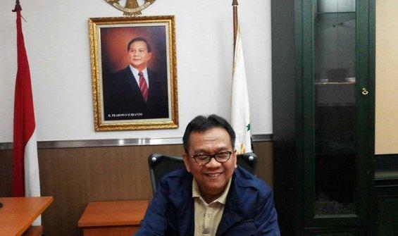 m-taufik-pasang-foto-prabowo-presiden-di-kantor-dprd-dki