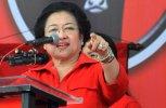 Sambangi Kantor DPP PDIP, Ribuan Masyarakat Minta Megawati Usung Risma