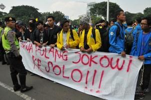 Ribuan mahasiswa dari berbagai aliansi termasuk BEM SI (Seluruh Indonesia) melakukan aksi unjuk rasa di depan Istana Negara, Jalan Merdeka Barat, Jakarta Pusat (21/5). (Foto: Fajrul Islam/SuaraJakarta)