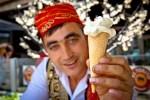 Es Krim Turki, Disaji dengan Atraksi