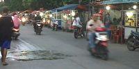 Warga Kecewa dengan Puluhan Gerobak PKL yang Menguasai Bahu Jalan