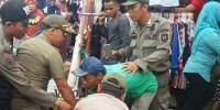 Satpol PP Tertibkan PKL Tanah Abang Hingga Kocar-kacir